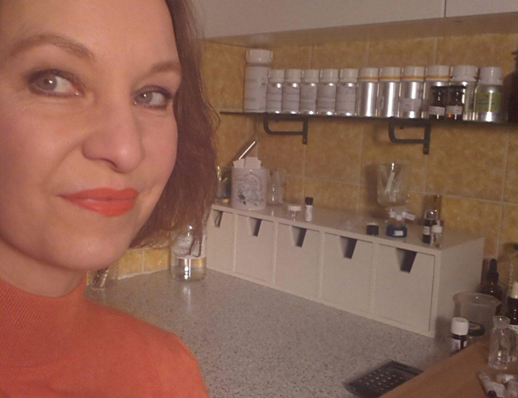 Annette Neuffer in ihrem Duft-Labor.