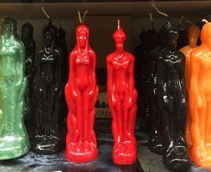 surjas-hexenladen-verkauft-ungewoehnliche-kerzen