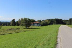 Das ZIST liegt idyllisch zwischen Wald und Wiese.